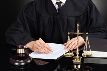 Заявление об обеспечении иска в гражданском процессе — образец и правила