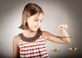 Выписка несовершеннолетнего ребенка из квартиры если он не собственник