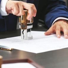 Когда дарение и продажа доли квартиры требует нотариального удостоверения