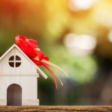 Что лучше — дарственная или завещание на квартиру